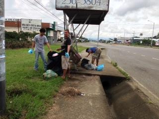 Recolección de basura parada de buses Daniel Flores.