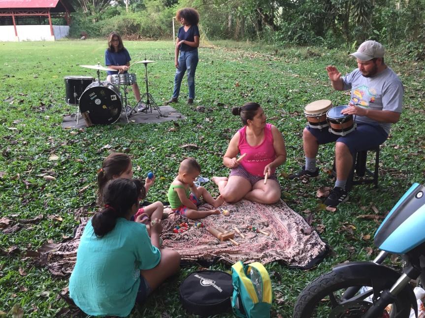 Talleres de Batería y percusión para la comunidad de Daniel FloresZavaleta.